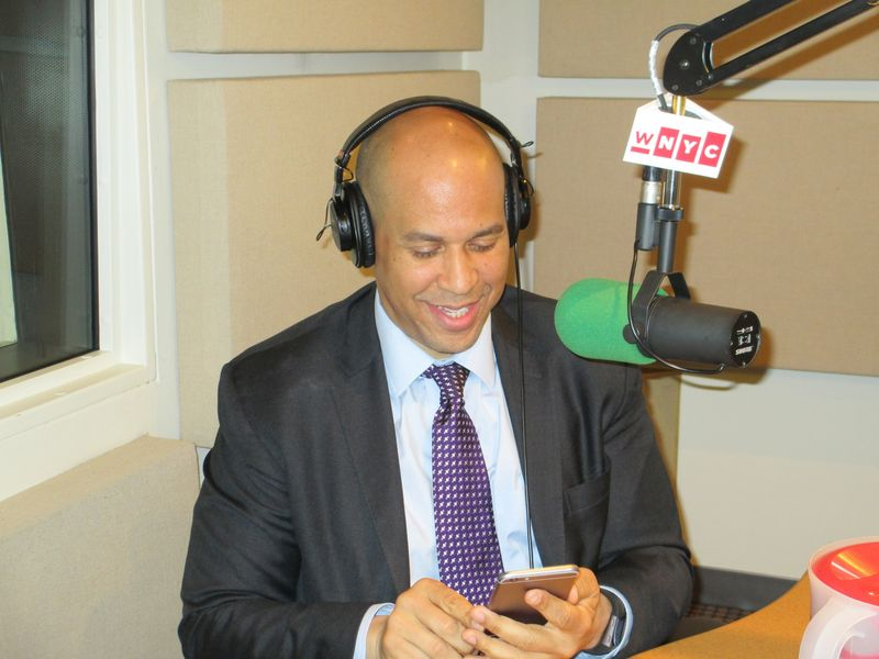 Cory Booker – Using Twitter To Set A Good Example